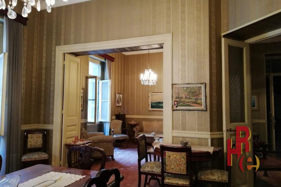 Διαμέρισμα σε νεοκλασσικό κτίριο στην Κυψέλη