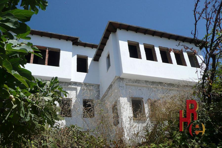 Ημιτελείς κατοικίες στον οικισμό Βυζίτσα στο Πήλιο