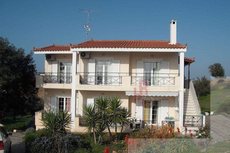 Συγκρότημα 2 κατοικιών στην Ερμιόνη με θέα θάλασσα.