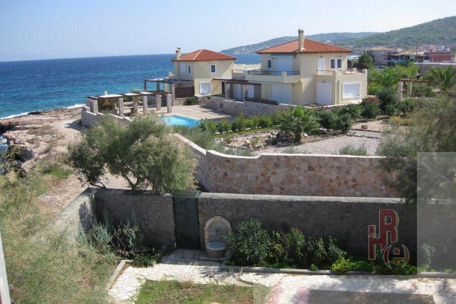 Μονοκατοικία στους Αγίους,  στην Αίγινα με θέα θάλασσα.