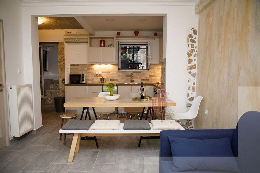 Μίνιμαλ επιπλωμένο διαμέρισμα στην Πλάκα,Αθήνα