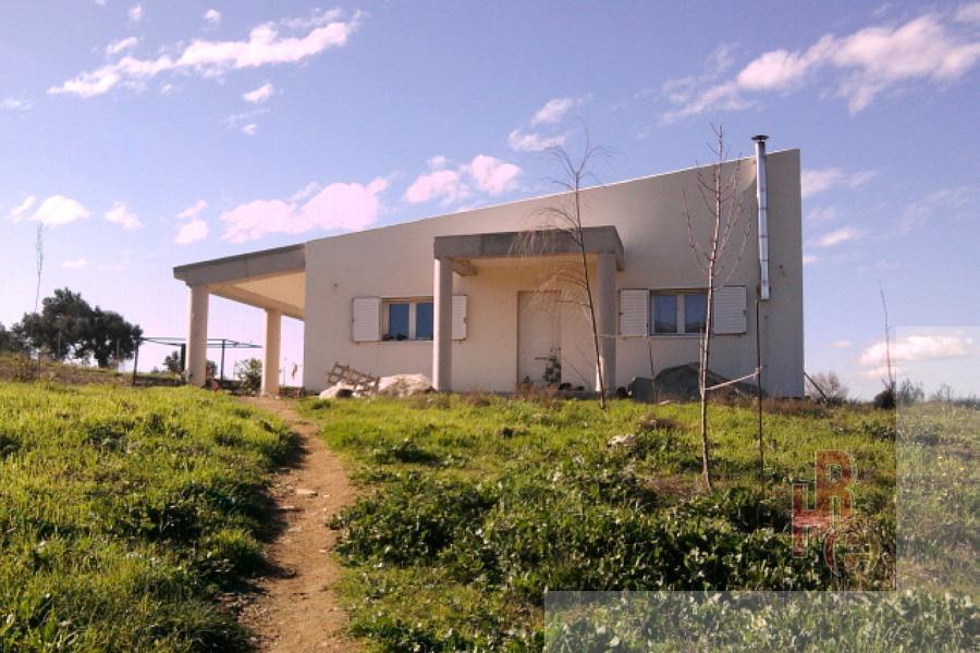 Κατοικία μέσα σε κτήμα κοντά στο Αλιβέρι Ευβοίας